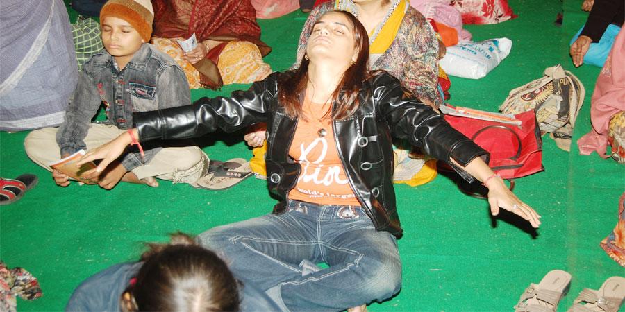 गुरुदेव सियाग के ध्यान के दौरान स्वतः होने वाली यौगिक क्रियाएँ