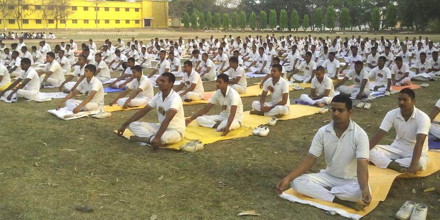 अप्रैल'2016 को पुलिस अकादमी शिविर, गोरखपुर, यूपी के लिए धर्मार्थ गतिविधियों का आयोजन किया गया