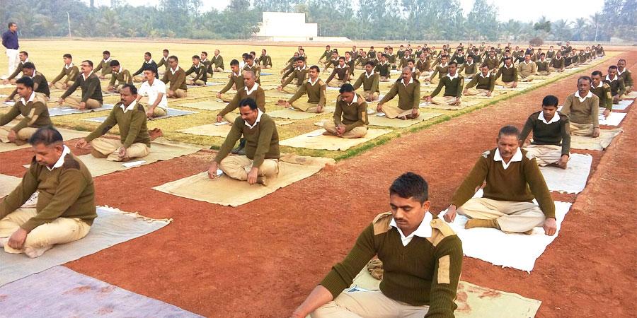 पुलिस लाइन सूरत, गुजरात के लिए जनवरी'2016 में सिद्धयोग ध्यान शिविर का आयोजन किया गया।