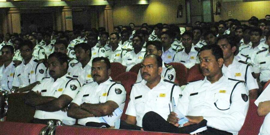 ट्रैफिक ब्रिगेड, सूरत, गुजरात के लिए जुलाई'2013 को सिद्धयोग ध्यान शिविर का आयोजन किया गया।