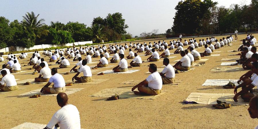 मई २०१५ में कर्नाटक में पुलिस बल शिमोगा के लिए सिद्धयोग ध्यान शिविर का आयोजन