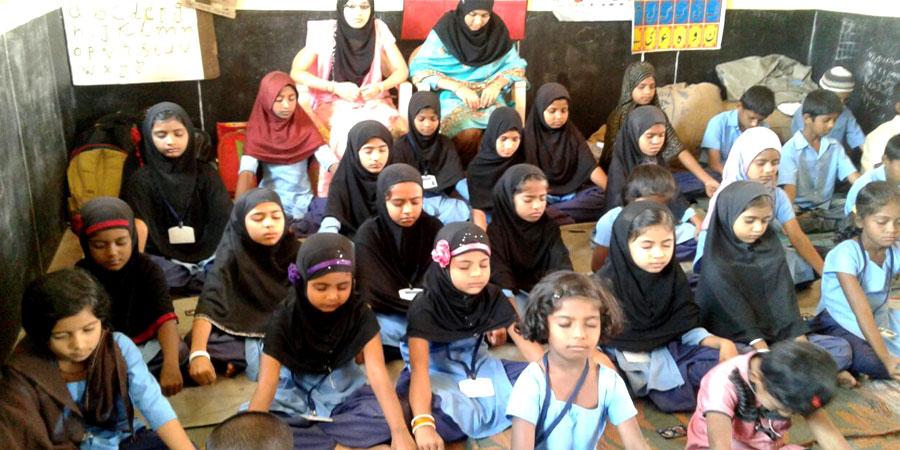कडूर बालिका विद्यालय, चिकमंगलूर, कर्नाटक में आयोजित सिद्धयोग ध्यान शिविर।